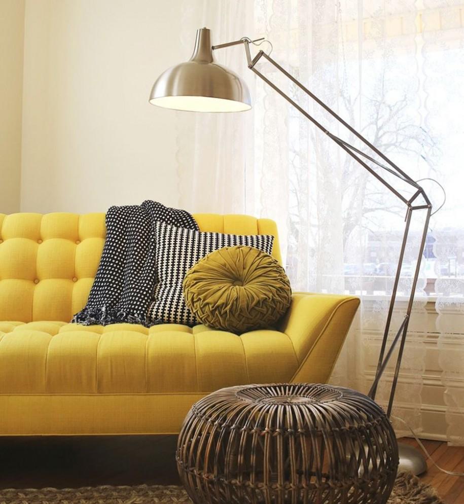 Decoração de sala de estar com luminária de piso