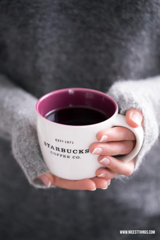 Lila Starbucks Tasse in Händen #starbucks #tasse #becher