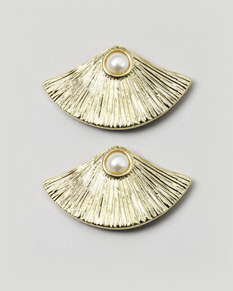 Jewelmint Oyster Earrings Product Review