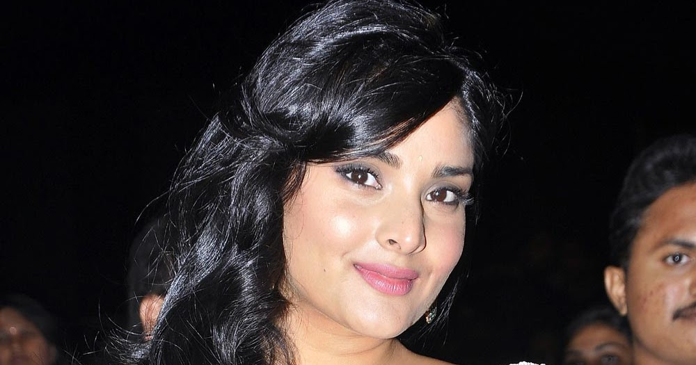Beautiful Images: Divya Spandana In Transparent Saree At