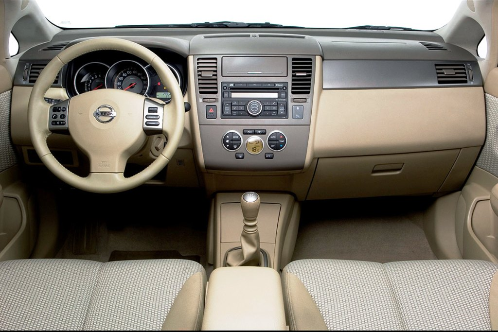 Nissan Tiida Hatchback Interior