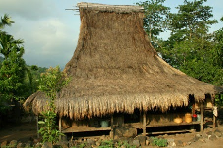 Rumah Adat Sao Ata Mosa Lakitana Asal Daerah Nusa Tenggara Timur