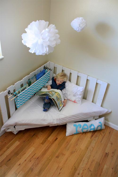 banco de jardim frases:banco+de+canto+quarto+infantil+feito+de+pallet+com+luminarias+de+papel