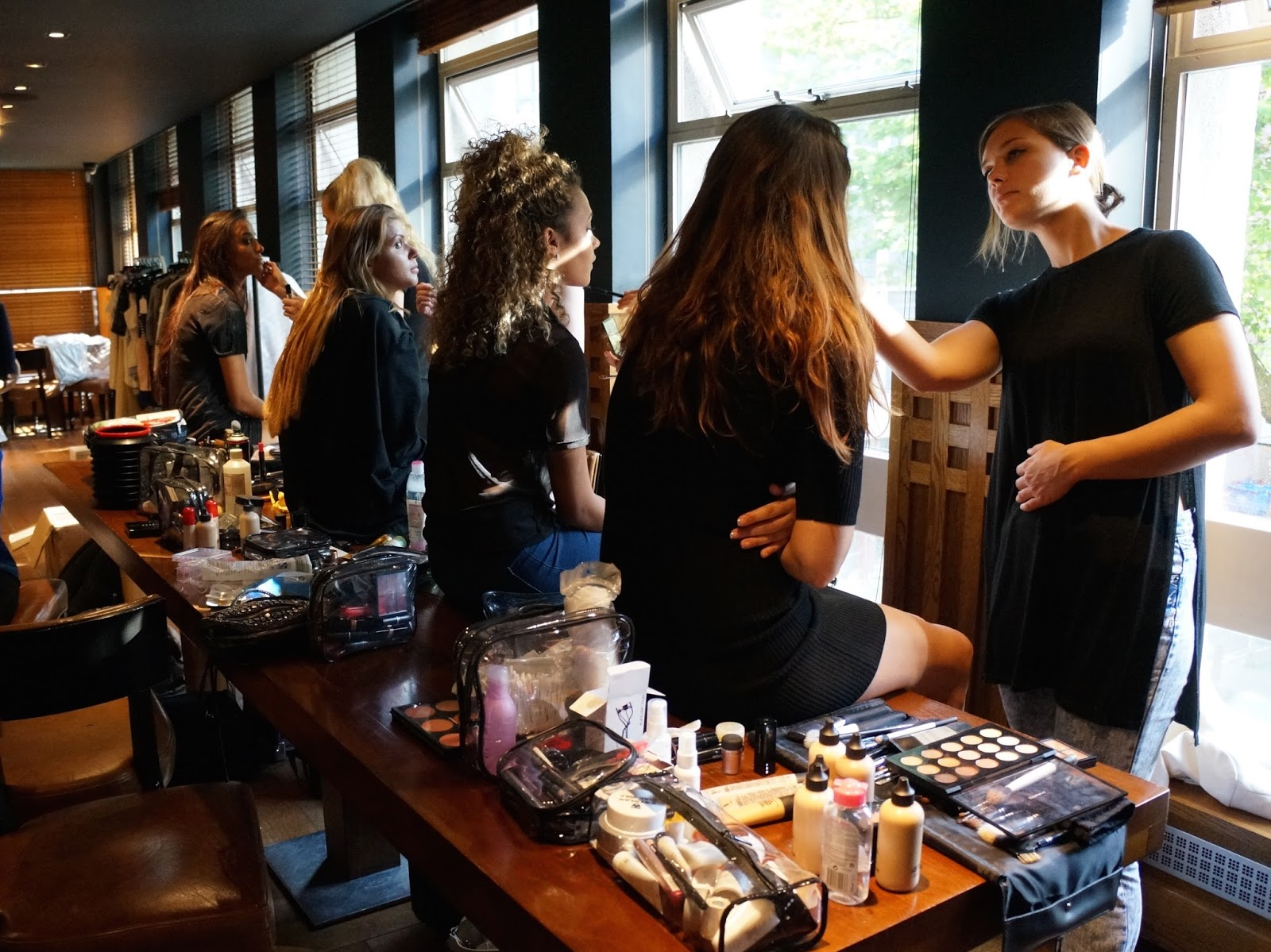 makeup artists, backstage, fashion event, ss15 blue hues event, bbloggers, beauty, fashion dough,