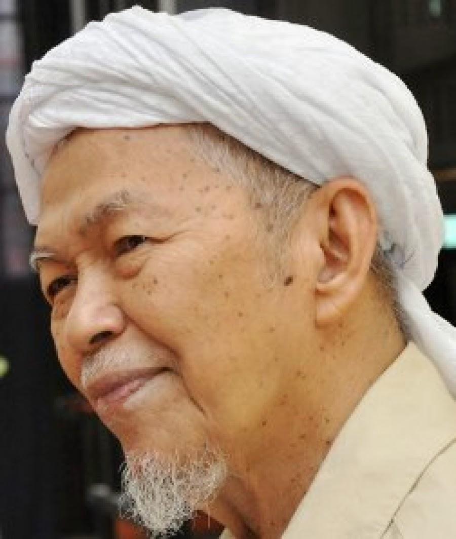 BIODATA TG Nik Abdul Aziz bin Nik Mat