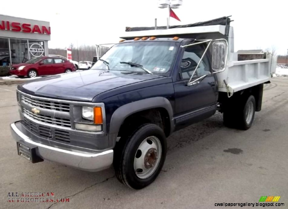 Chevy 3500 4x4 Dump Truck