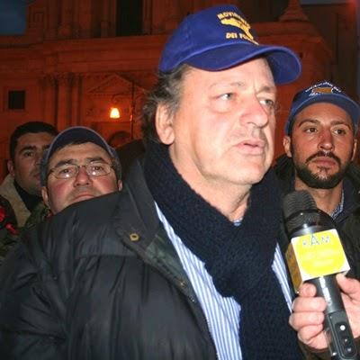 IL LEADER DEI FORCONI SI DISSOCIA DALLA VIOLENZA E CHIEDE A BERLUSCONI DI ANDARE IN TV