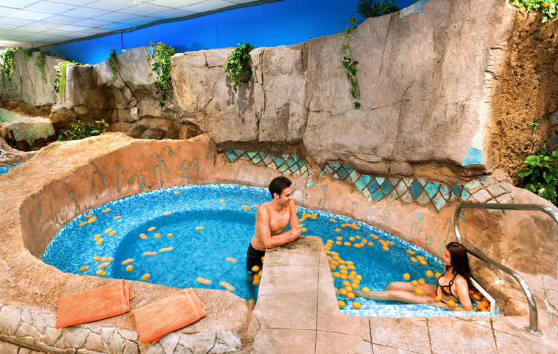 Fashion victim lowcost senator barcelona spa hotel mi for Pediluvio piscina