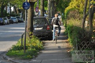 Zwangsgehwegradeln in Hummelsbütteler Landstraße