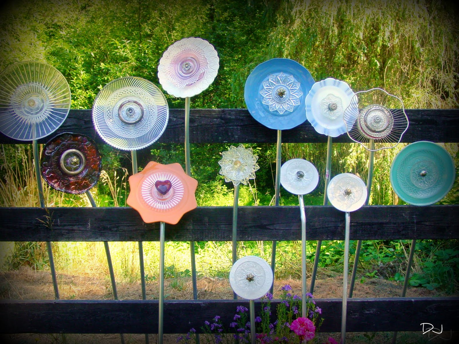 spittin toad garden art from up cycled dishes