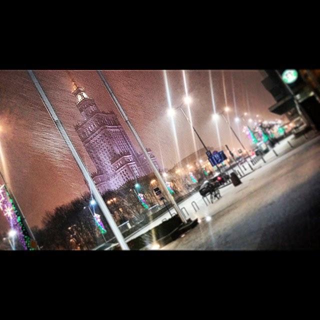 Vista del centro di Varsavia di notte