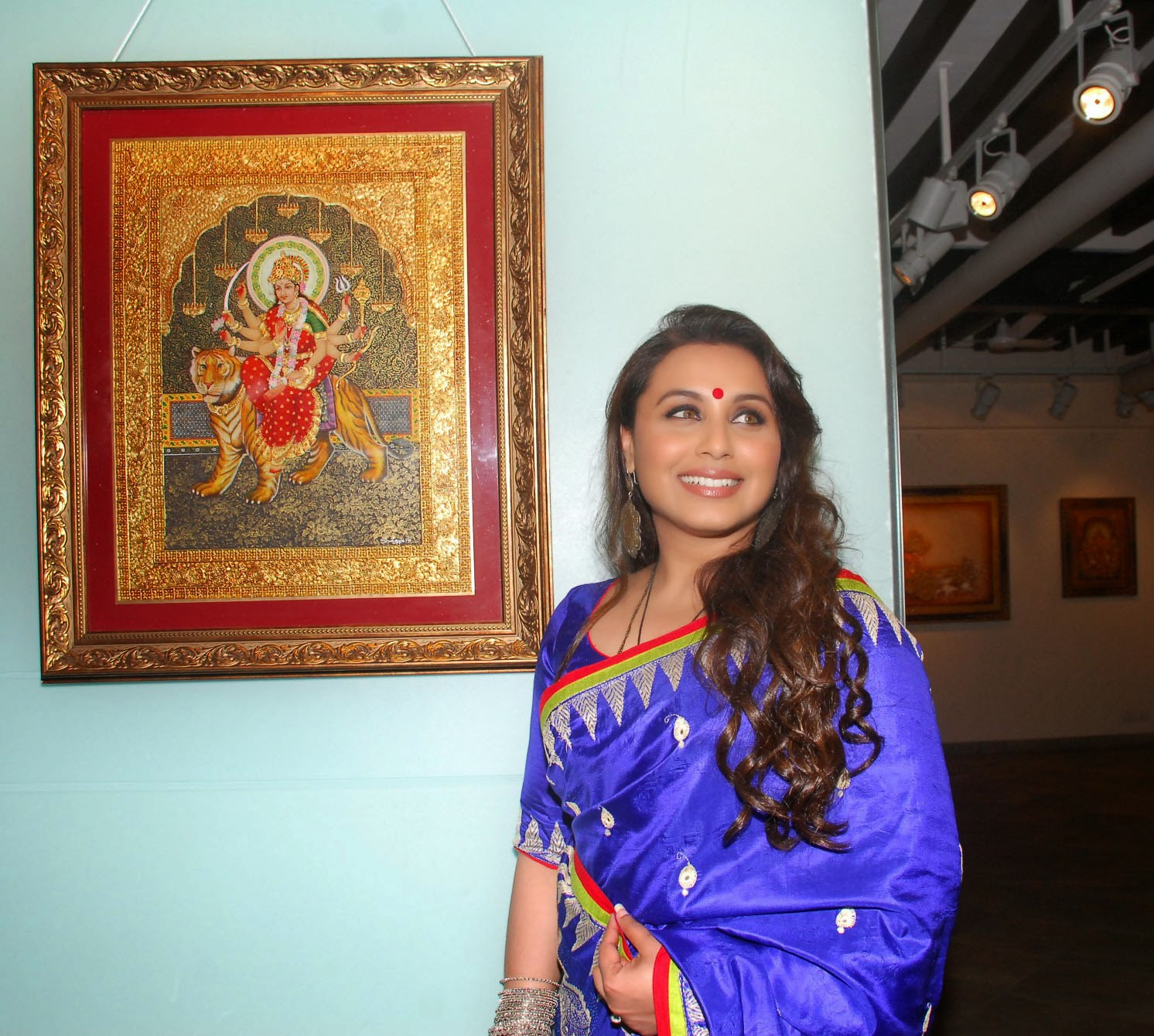 Rani Mukerji inaugurates Suvigya Sharma's art exhibition
