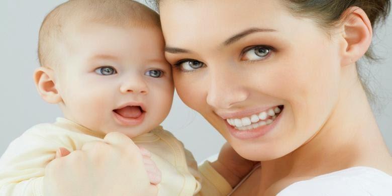 """Penjelasan Mengapa Kata Pertama yang Diucapkan Bayi adalah """"Mama"""" dan """"Papa""""?"""