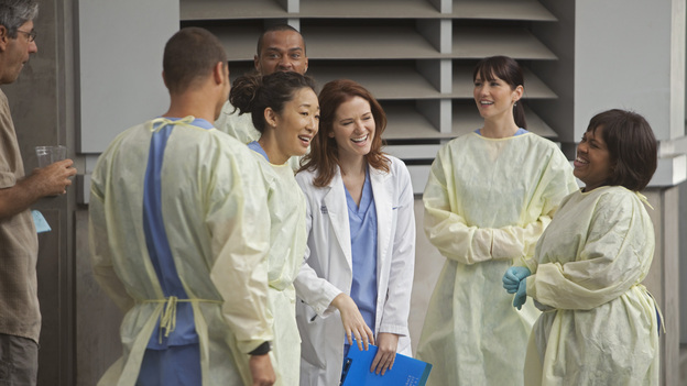 Sandra Oh co-stars Justin Chambers, Sarah Drew, Jesse Williams, Chyler Leigh and Chandra Wilson  on the set, Grey