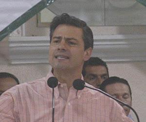 nrique Peña Nieto toma protesta a la estructura del PRI en el DF.