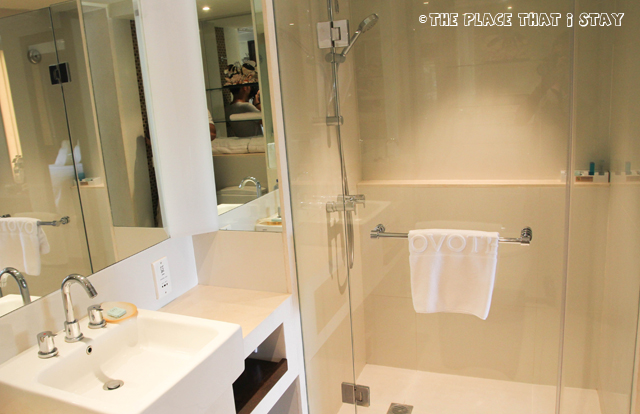 Novotel Lombok - The bathroom