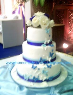 order blue butterfly wedding cake 3 tiers from mba ruri jogja auditorium upn yogyakarta. Black Bedroom Furniture Sets. Home Design Ideas