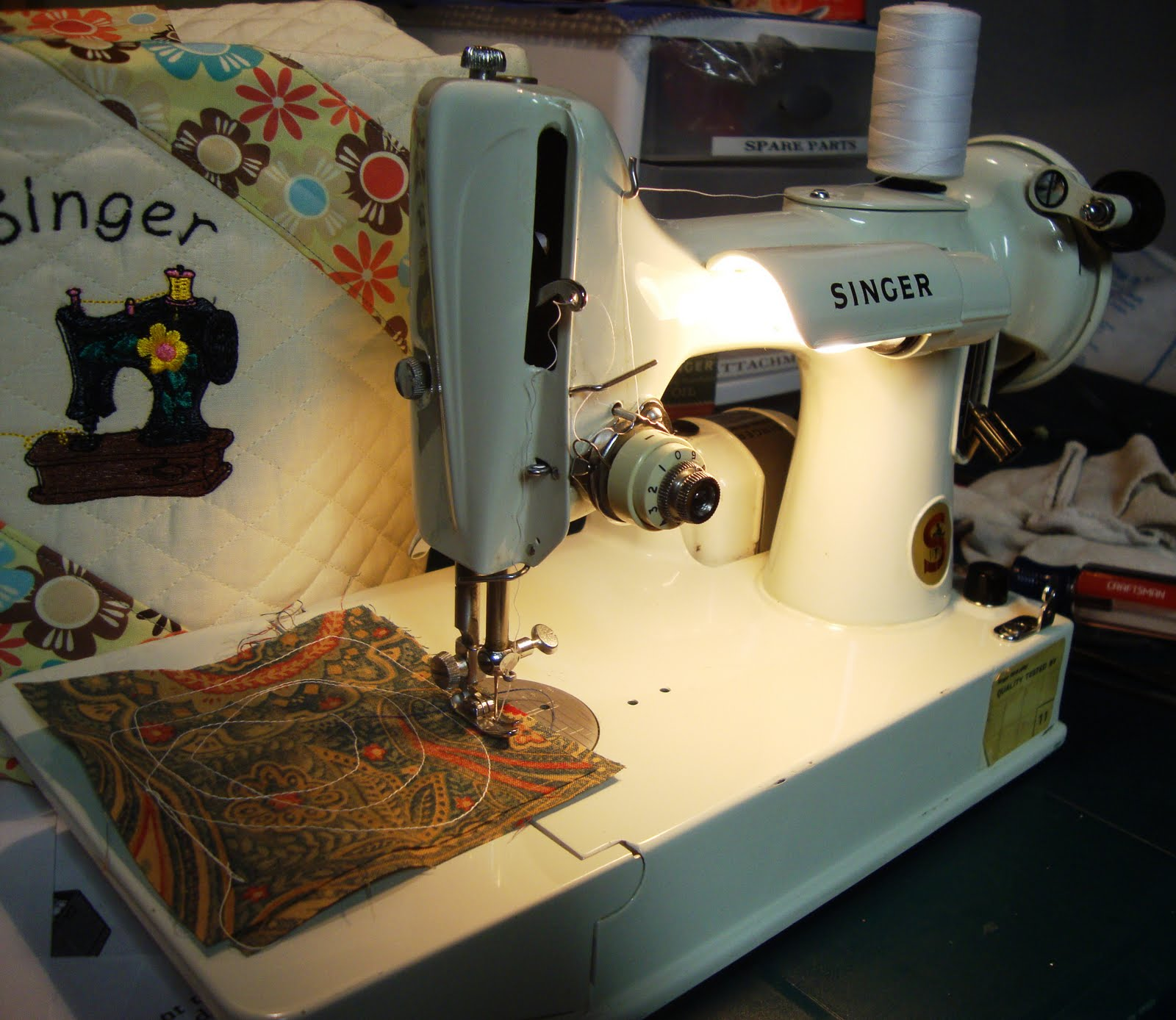 Modern day laura my sewing machine collection 1940 singer featherweight 221 bought from a friend for 40 its in real nice condition sews beautifully fandeluxe Gallery