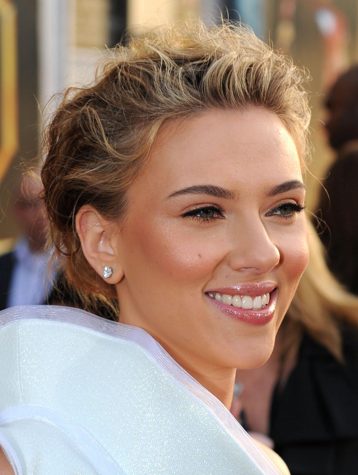 http://3.bp.blogspot.com/-_VePlfb7W88/TgRmYYMt7NI/AAAAAAAAFDY/ktJZH8_NbAk/s1600/Scarlett-Johansson-3.jpg