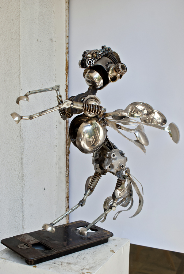 18-Stallion-Dimitar-Valchev-Recycled-Animal-and-Insect-Sculptures-www-designstack-co