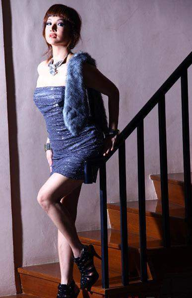 Foto Vivi Buntaran Model dan Artis Seksi
