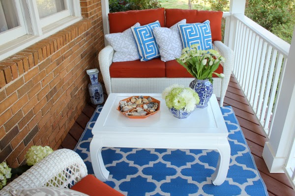 high-gloss-white-ming-table-porch