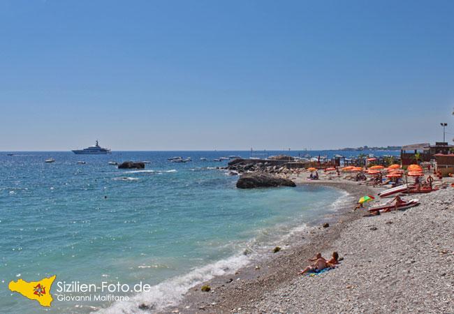 Strand von Giardini Naxos