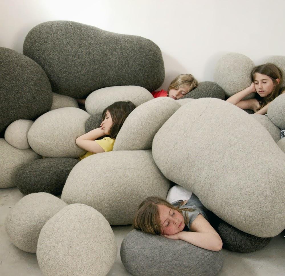 Cojines y sofas piedra