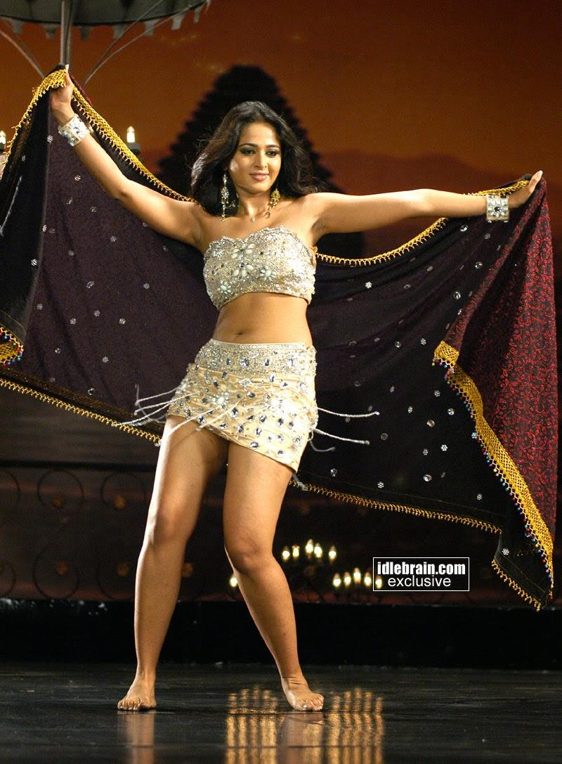 Anushka Maximum Exposure In Glittering Dress