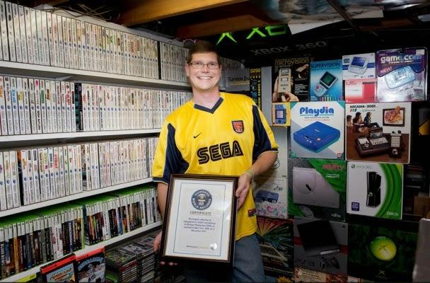 Michael Thommason y su colección Guiness de videojuegos