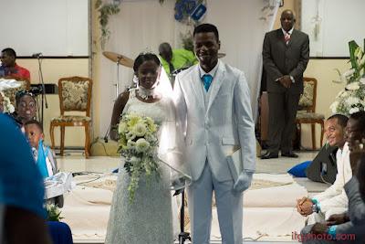 les mariés sortent Guadeloupe mariage les Abymes