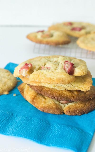 Rhabarber, Subway-Cookies, weich, chewy, white chocolate, weiße Schokolade, Kekse, Rezept, Thermomix