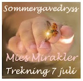 "SOMMERGAVEDRYSS HOS HERLIGE "" MIES MIRAKLER """