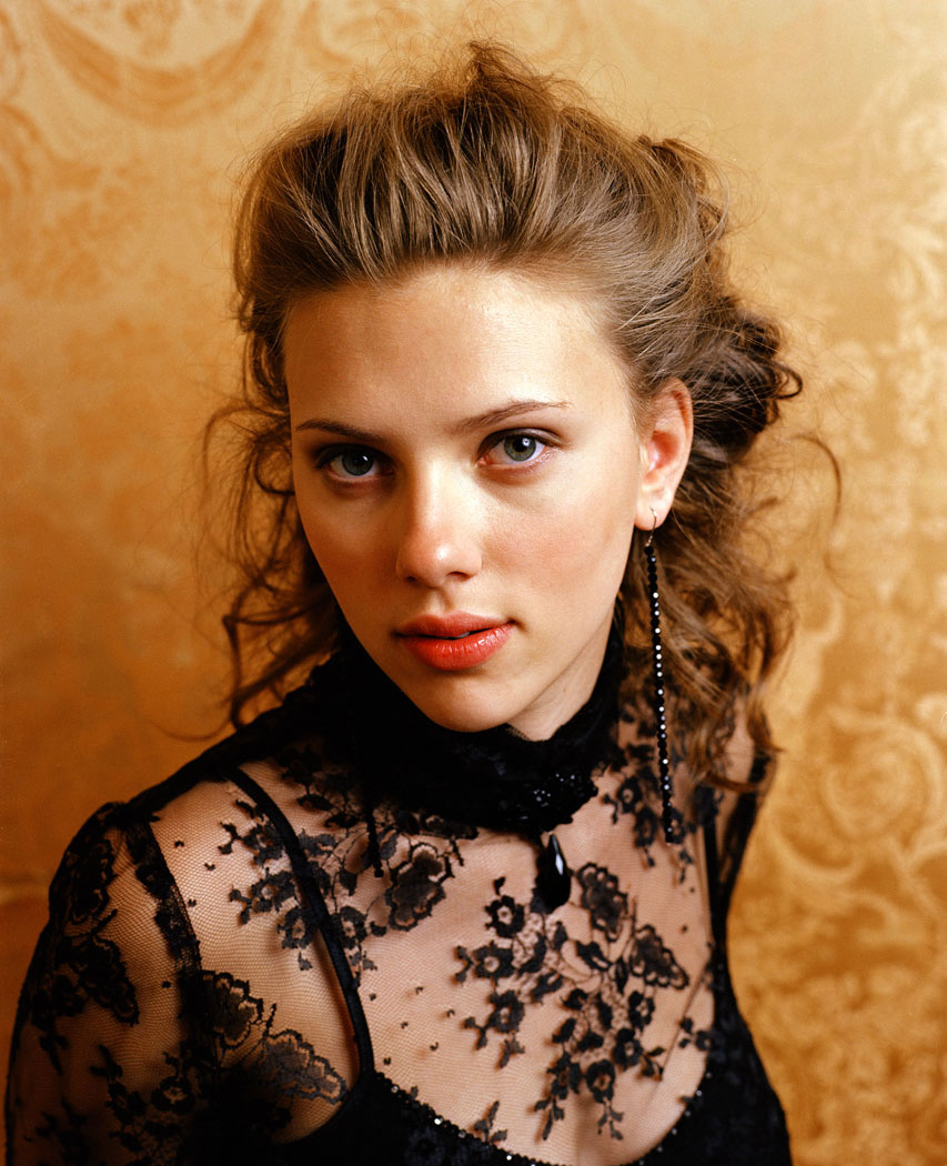 Scarlett Johansson Half Up Half down Hairstyle