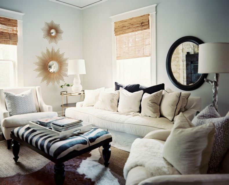 white slipcover sofa aand chairs, clean coastal room, navy and white