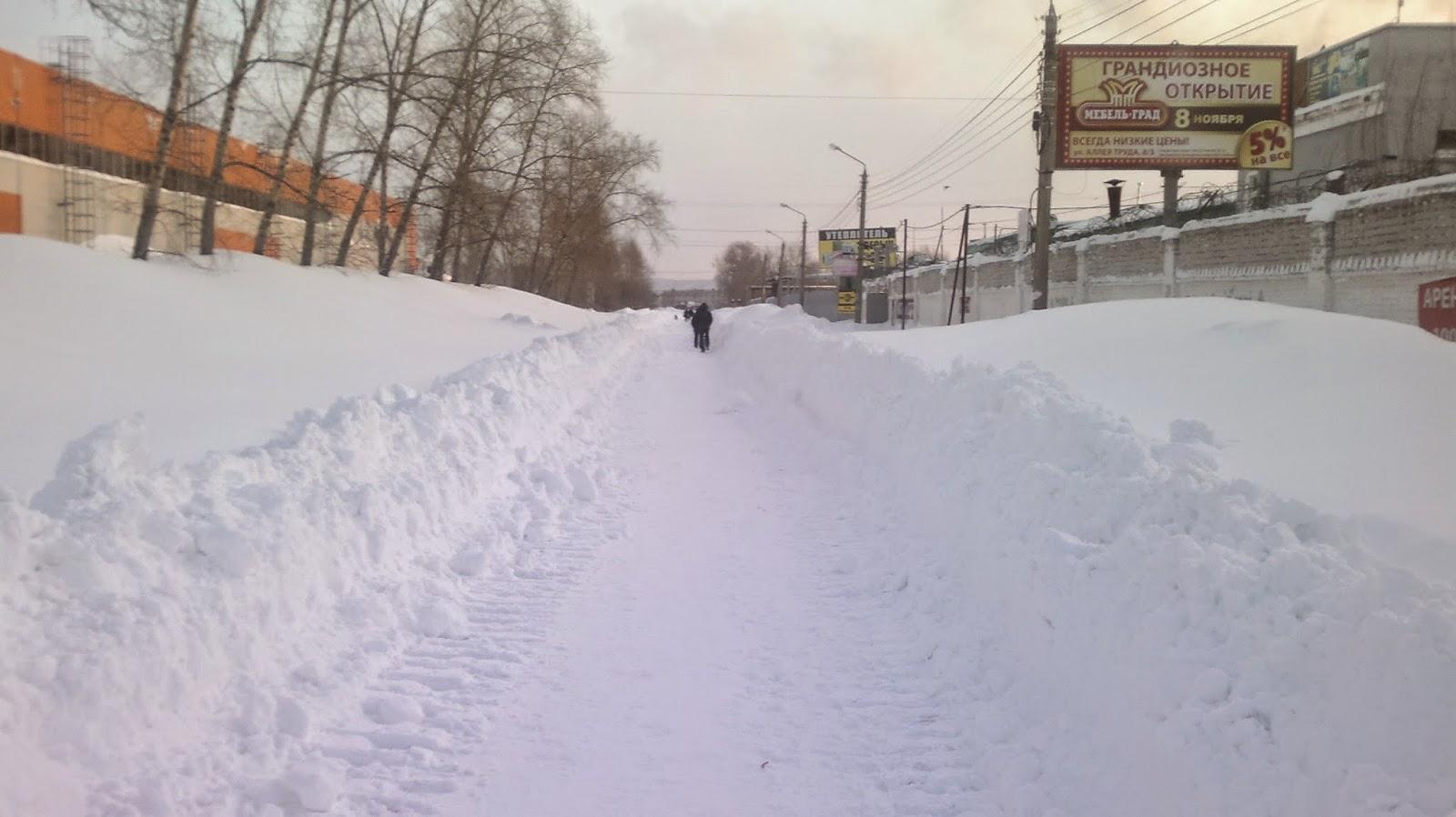 Магазин в снегу