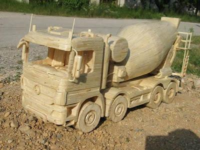Replika Kendaraan Industri dari RIbuan Korek Api
