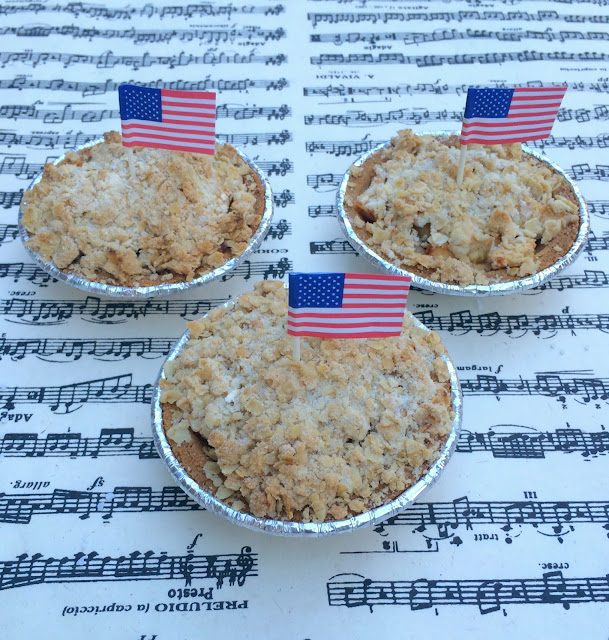 American Pie Crumble - Individual Apple Pies | www.jacolynmurphy.com