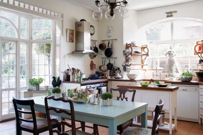 Decor inspiration a touch of english interiors style for British home interiors