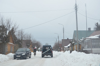 Foto das ruas de Bialowieza pela manhã