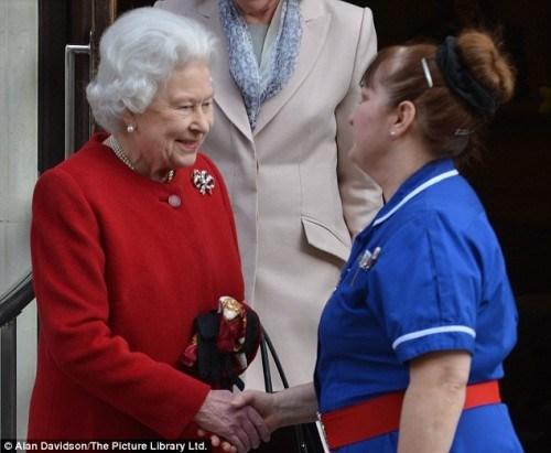 ¿Por qué la enfermera de la reina Isabel de Inglaterra llevaba un cinturón masónico?