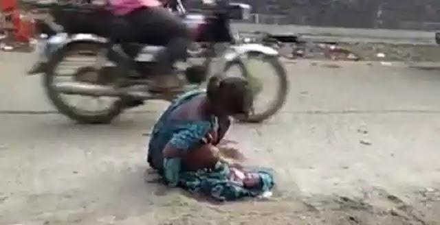 Ινδία: Συγκλονίζει το βίντεο με 17χρονη που γεννά στο δρόμο – Δεν τη δέχτηκαν στο νοσοκομείο (βίντεο)