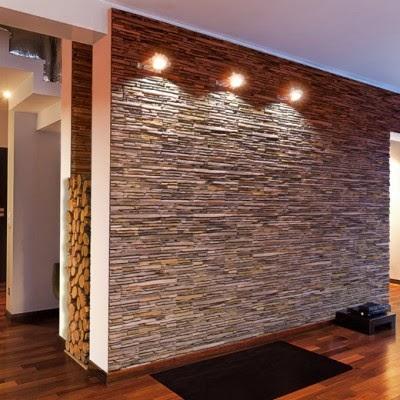 Arredamento soggiorno con pareti in pietra