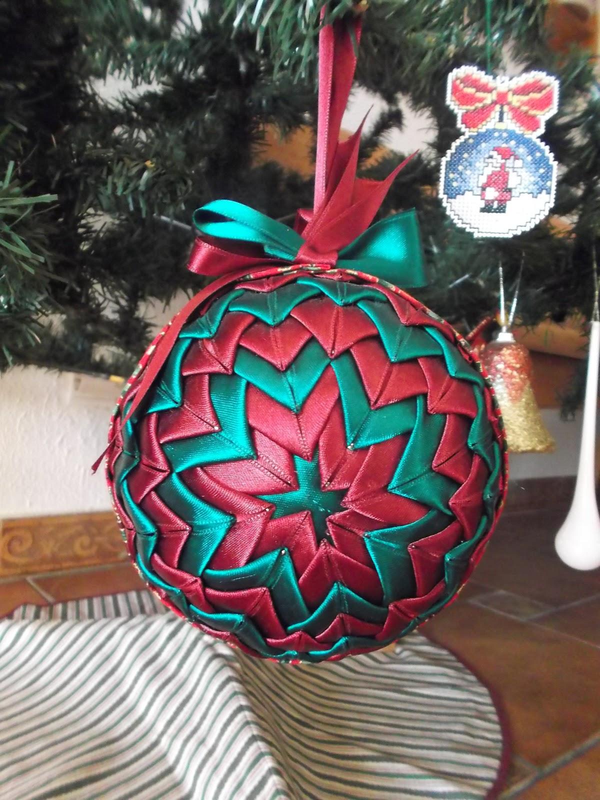 Jana patchwork y punto de cruz bola de navidad con cinta for Cintas de navidad