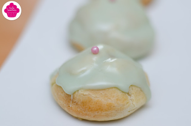 Petits choux verts à la crème vanille et fève tonka de Michalak