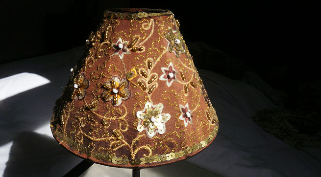 Artesanato simples artesanatos e decora o como decorar for Decorar pantalla de lampara