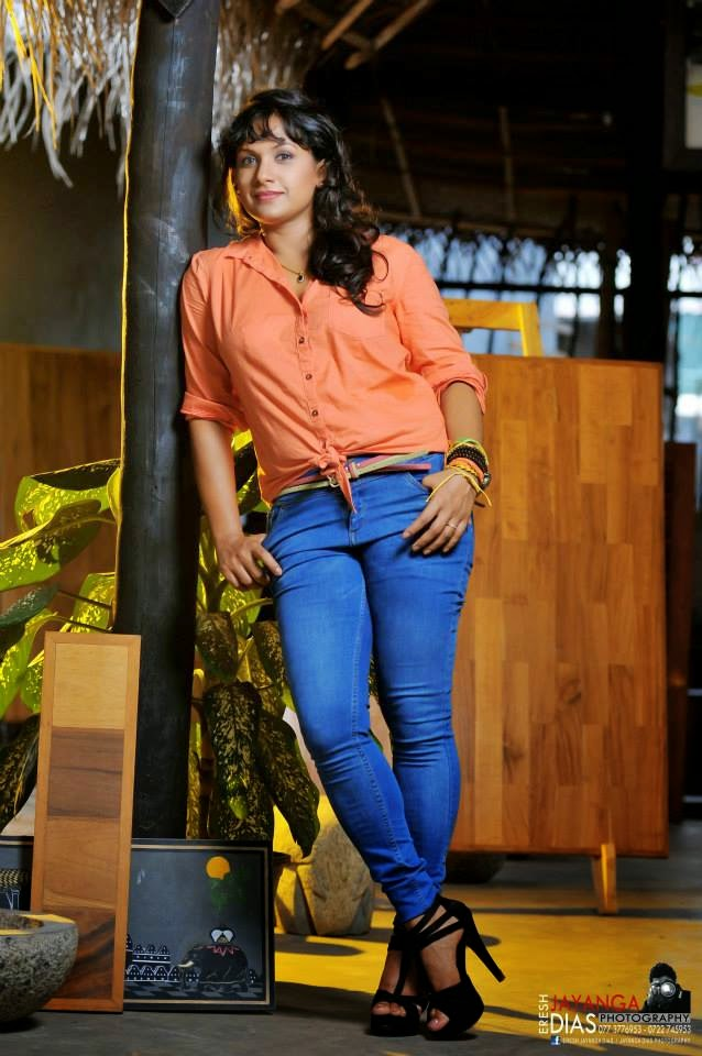 SUJEEWA DIAS tight jeans