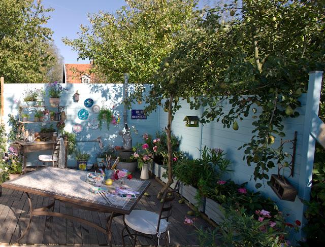 Atelier rue verte le blog osez la couleur sur vos terrasses for Couleur mur terrasse