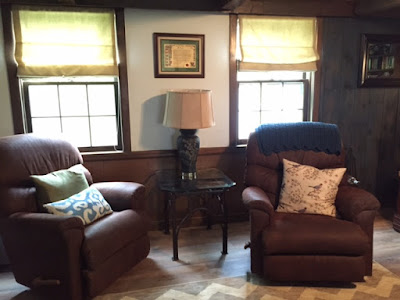 SW topsail in a family room