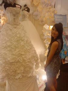 穿上婚纱是女人最幸福的事 :)